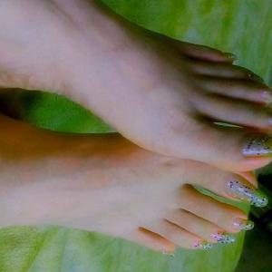 9..ヤッパり~(゜゜;)今の脚爪先~❤️
