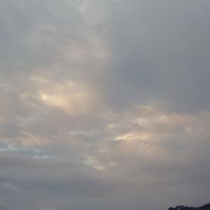 昨日と似た朝空。
