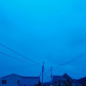 曇り空の夕陽ブルー