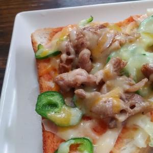 お昼は簡単ピザトーストに