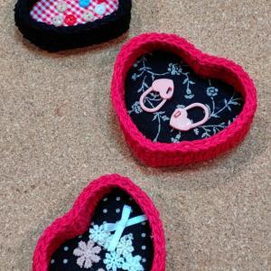 AmiaMikancl Crochetさんのハートの小物入れ