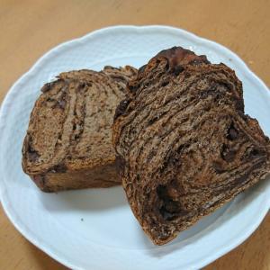 このチョコ食パン、よく二枚で我慢したもんだ。