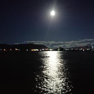 「中秋の名月」かつ「満月」。