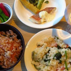 いちごのリゾットVS桜海老の炊き込みご飯