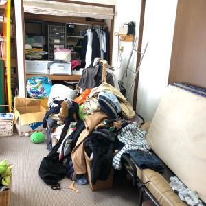 【片付けビフォーアフター】3人分の衣類が山盛りの和室を整える!