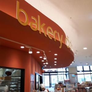 ヨークマート 越谷花田店 内のパン屋さん 新発売 カレーパン