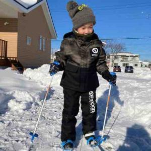 雪遊びをする男☆