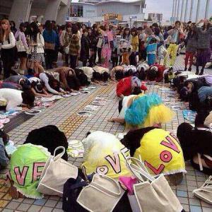 キチガイトンキン 渋谷ハチ公前『クラスターデモ』 マスクを外そう密になろう を主張する宗教が跋扈