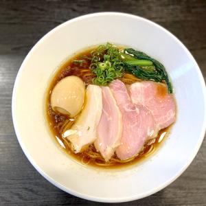 今里の人気ラーメン店 麺や福はらさんの芳醇鶏そば(醤油)。