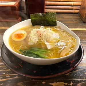 滋賀県大津にある 天下ご麺さんで食べる近江塩鶏麺というラーメン。