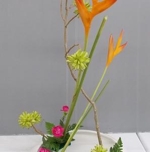 花奏同じ花材で他の先生の作品