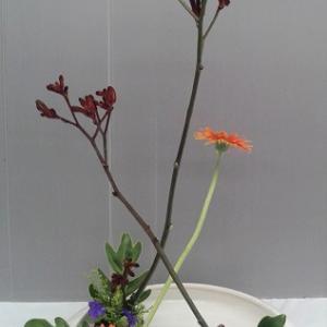 昨日と同じ花材で 花奏
