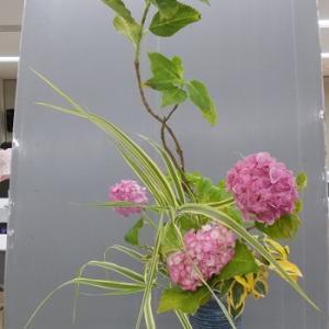 瓶花 昨日と同じ花材で