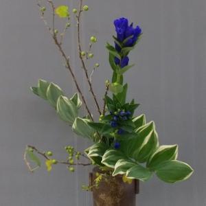 7日と同じ花材で瓶花 2