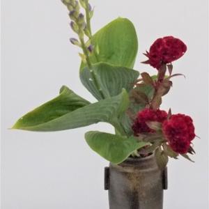 昨日と同じ花材で瓶花