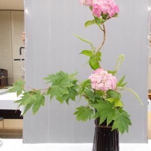 立透かし花籠にいける