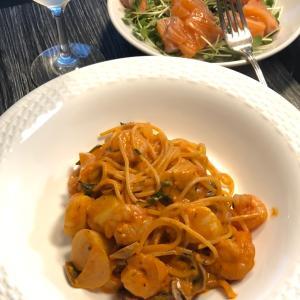 今日の夕食:えびとホタテのトマトクリームパスタ