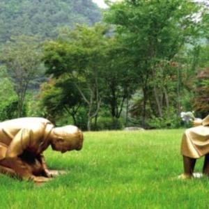 【中国人の反応】中国人歓喜!?韓国が慰安婦像に土下座する安倍晋三の彫像を造る!!