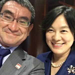 【中国人の反応】河野太郎がアップした中国の美人報道官との自撮り写真が中国で話題に!!中国人「美女と野獣」