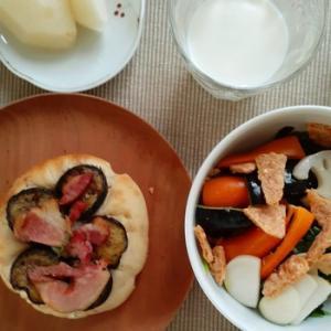 坂角のゆかりサラダと第三どようびフォカッチャ試作で朝ごはん(*´ω`)