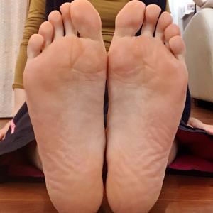 スマホやゲームのやり過ぎで目が疲れる人は足のどの部分をケアする?