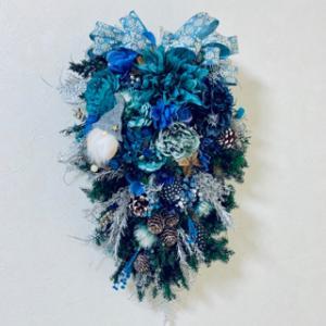 ブルーで魅せるクリスマス風スワッグ