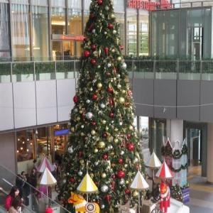 楽書き雑記「名古屋駅に早くも巨大なクリスマスツリー」