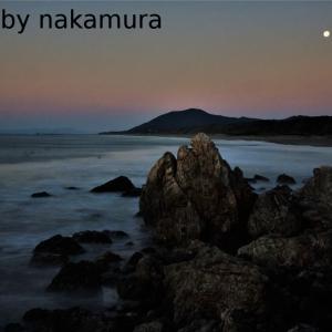 夜明けのロングビーチの月