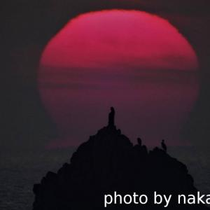 弥八島に日の出