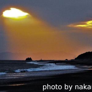 弥八島に光芒