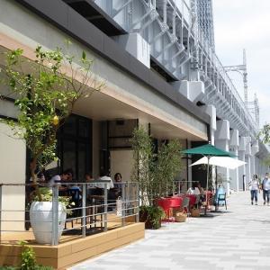 鉄道高架下の出来立ての町東京ミズマチ♪後ろには広々隅田公園♪浅草~ミズマチ~スカイツリー♪