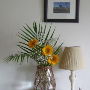 ぼっち暮らしに花を飾る♪ 梅雨時のリビングルーム♪