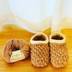 【最近編んだ物】ルームシューズとケーブル編みの帽子。