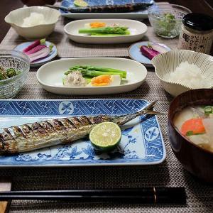 秋の食卓の晩ごはん☆さんまの塩焼き