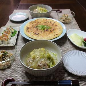 やりイカのお好み焼きと肉団子と白菜のスープ煮