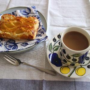 イエローパラティッシのカップとアップルパイがお似合い♪