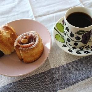 北欧食器で・・・甘いパンのおやつ♪