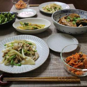 ぶりのアラ煮や捨てるつもりだった野菜を使った炒め物