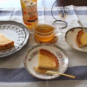 ベイクドチーズタルトと午後の紅茶のオレンジティー