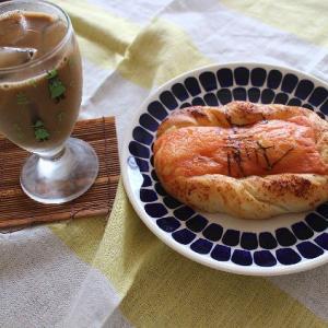 ジャンボピーマンと博多明太チーズのお惣菜パン