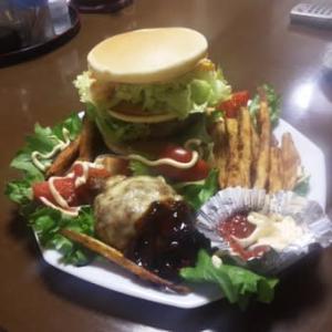 今晩のおかず!チーズパンケーキバーガー+エトセトラ!