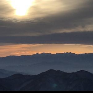 西館から見た年末の夕陽と北アルプス