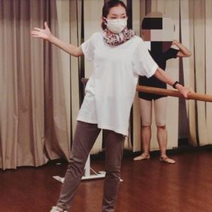 股関節の可動とアチチュード(前)を体験しよう!|大人のためのバレエの学校