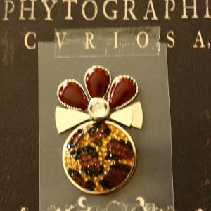 新作petal perfume broochがそろそろ・・・