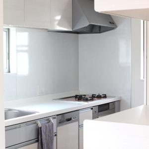狭いキッチンの悩みが50円で解決!セリアのコレで広く使えて&衛生的で&家事ラクにもなりました!