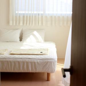 無印だらけの寝室が快適に&お手入れラクになったもの2つ!と、ストレスなしの寝具の収納はコレ!