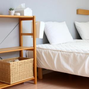 寝室が変身!意外な「無印グッズ」でベッド上が有効活用できるようになった話! & ポチレポ