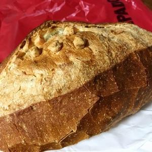 ポンパドウルのチーズバタールとsoilのパン
