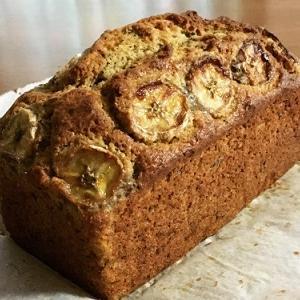 おやつのバナナカルダモンケーキとランチのマルゲリータ