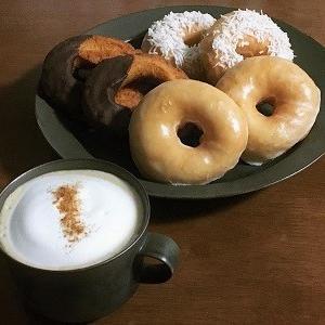 ドーナツ盛り合わせとカフェラテ♪